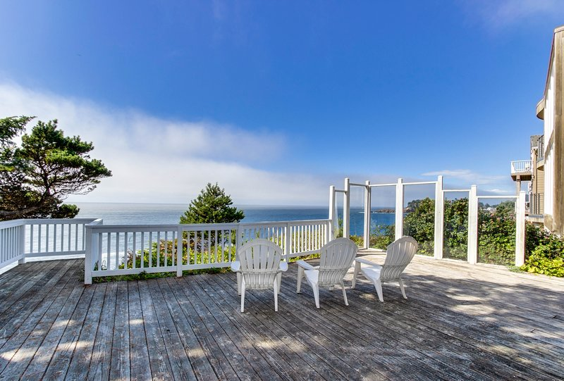 Dog-friendly oceanfront house w/amazing ocean views & entertainment, location de vacances à Depoe Bay