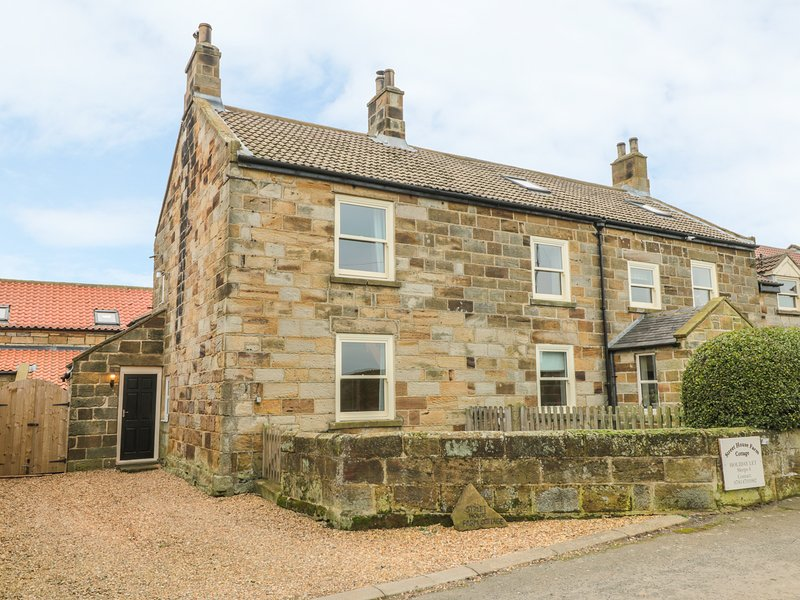 STREET HOUSE COTTAGE, pet-friendly character cottage, in Staithes, vacation rental in Brotton
