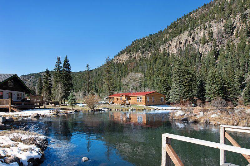 Spacious waterfront cabin w/hot tub, furnished deck & wood stove, vacation rental in South Fork