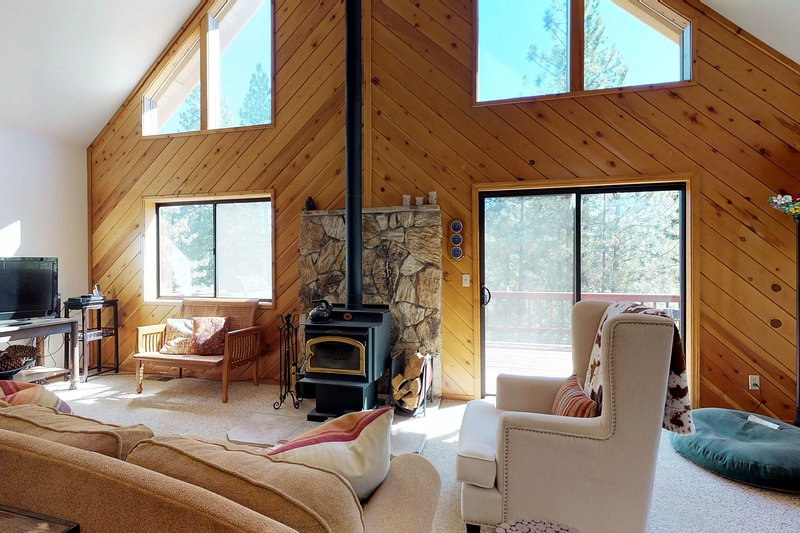 Dog-friendly forest cabin w/ fireplace, deck, & grill, holiday rental in Barton
