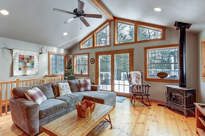 Classic Vermont home w/hot tub, deck & wood stove-near Okemo Mountain Resort, location de vacances à North Springfield