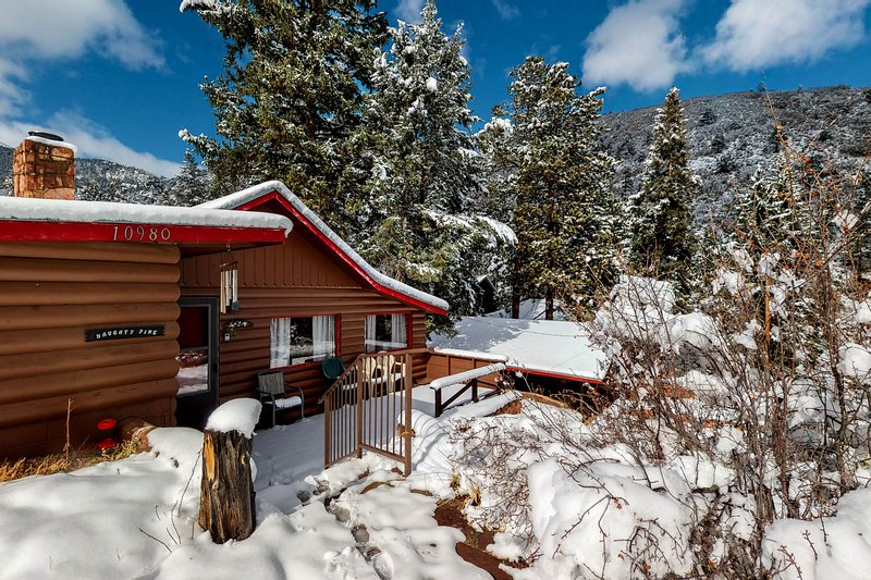 Cozy Colorado cabin with large deck, free WiFi, quiet location, vacation rental in Green Mountain Falls
