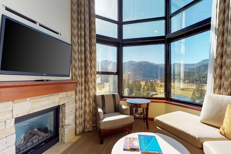 Mountain view multi-unit condo w/multiple TV's and free WiFi Chalet in Squaw Valley