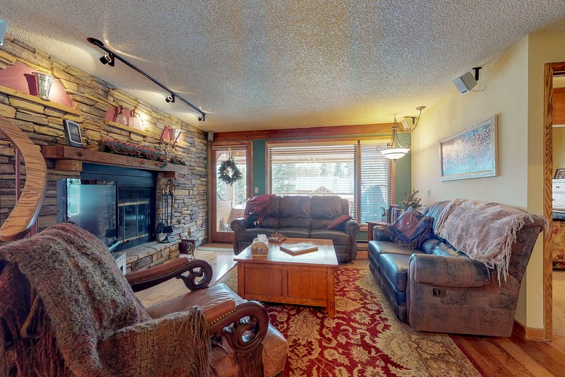Charming, family-friendly condo w/ fireplace & balcony - near town Chalet in Winter Park