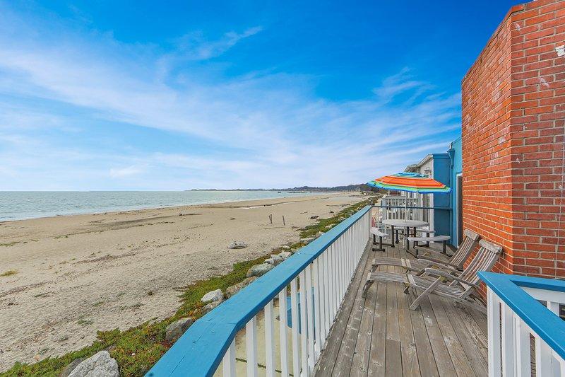 Upper-level beachfront duplex w/direct beach access & ocean views, holiday rental in Soquel