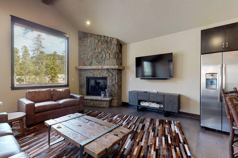 Newly Built Townhome W Hot Tub Decks Gas Fireplace Walk To