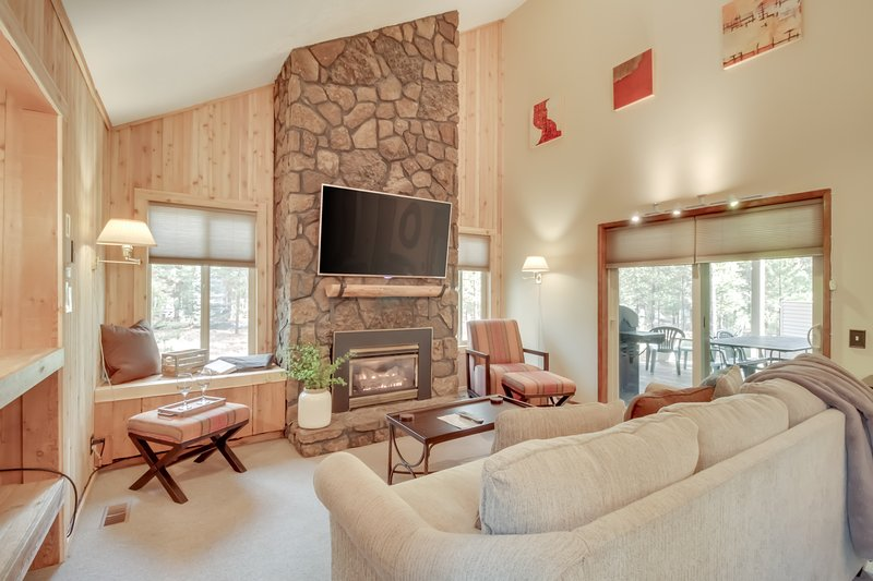 Inviting resort home with private hot tub and sauna!, vacation rental in Central Oregon