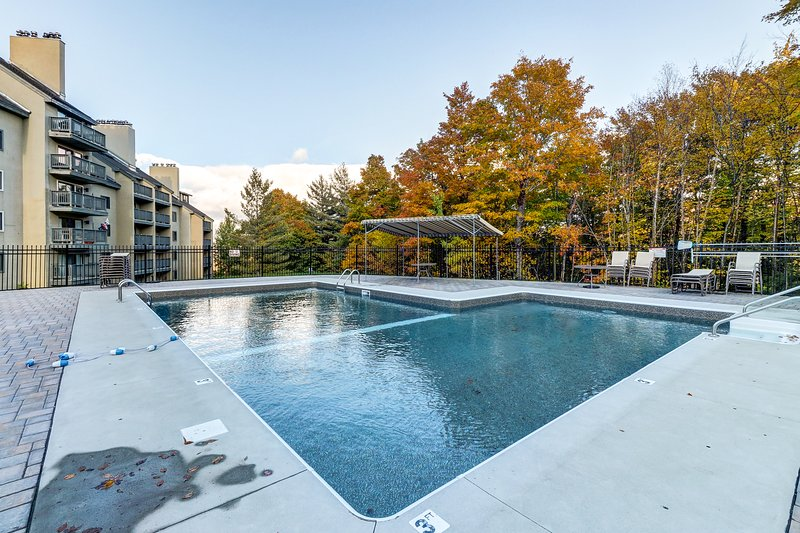 Family-friendly condo on route to slopes w/shared pool/hot tub/gym Chalet in Killington