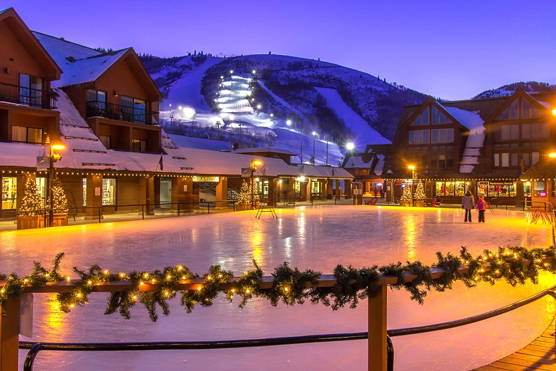 Comfortable ski-in/ski-out condo with shared pool, hot tub, & gym! Chalet in Park City
