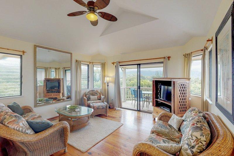 Comfortable villa w/ amazing views of Kauai - beach nearby!, vacation rental in Princeville
