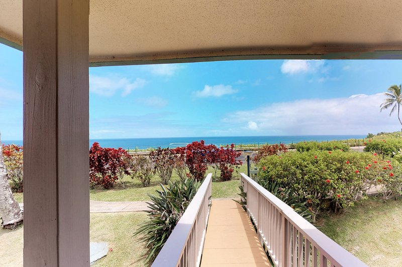 Private villa w/ gorgeous mountain and ocean views - beach nearby!, vacation rental in Princeville