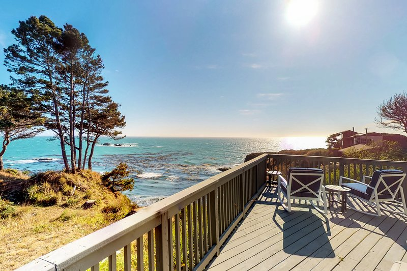 Oceanfront home w/stunning views, close to town, 50 amp charger,  1 dog OK, vacation rental in Gualala