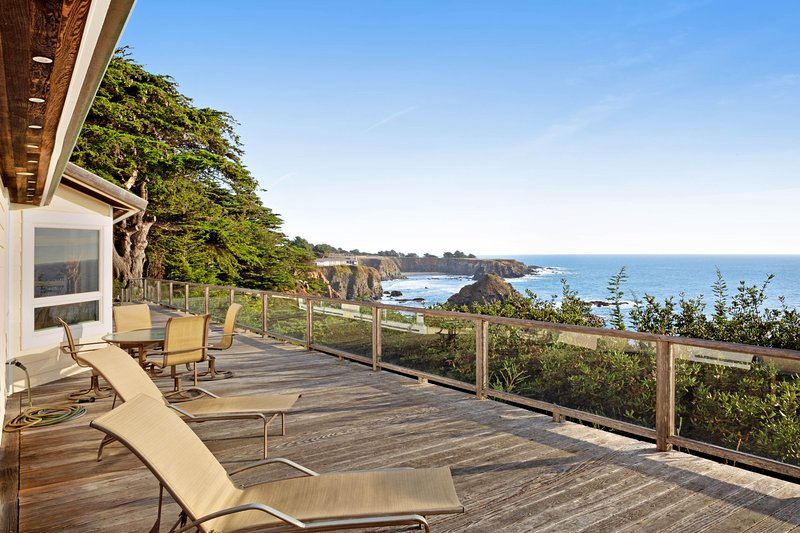 Oceanfront home with private hot tub, views, and close beach access, holiday rental in Anchor Bay