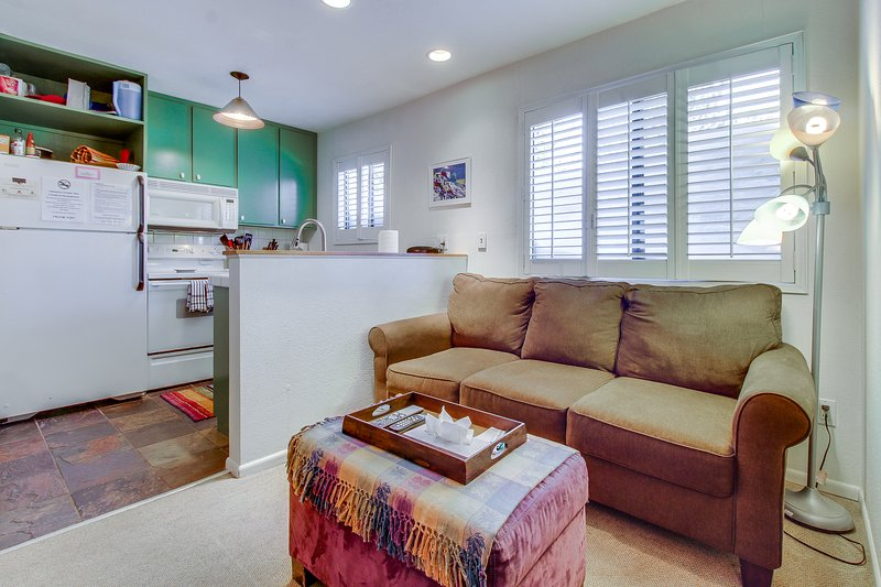 Cozy, colorful condo w/ shared pool & hot tub - two miles from Eagle Lodge Chalet in Mammoth Lakes