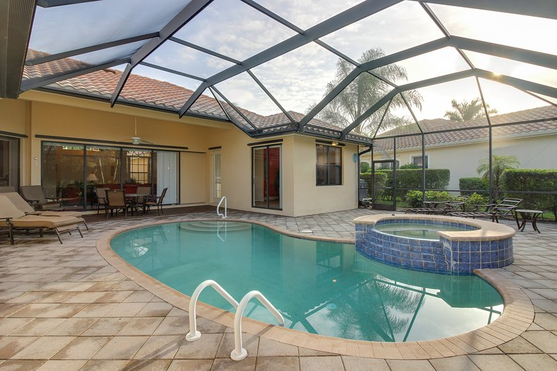 Inviting home with private pool and pool spa, grill, patio, and tennis access, vacation rental in Golden Gate