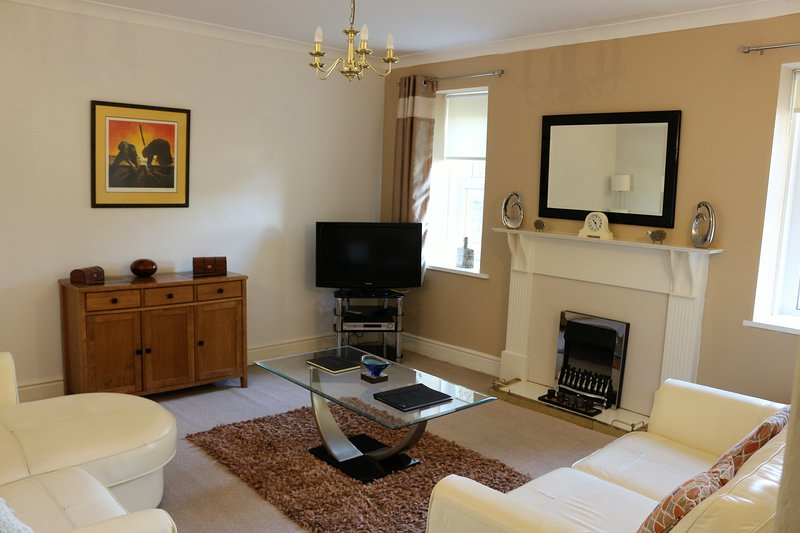 Substantial and Superior Garden Apartment - 2 Bed, 2 Bed, 2 Reception Rooms, vacation rental in Torquay