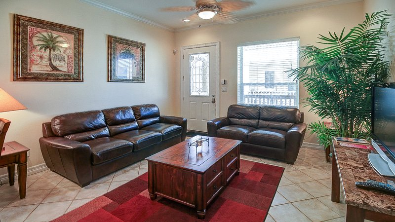 Upgraded condo w/ shared pool, only a 1/2 block from the beach, vacation rental in Port Isabel