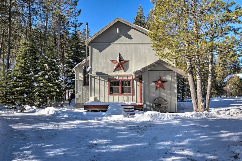 Riverfront Tahoe House w/Deck: Near Lake & Skiing! Chalet in Squaw Valley