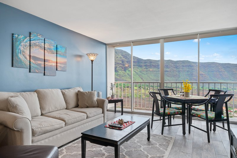 Oceanview condo with shared pool, peaceful location near forest, golf, and more, location de vacances à Makaha