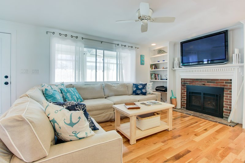 Cottage charm with all the updates, and close to the beach!, vacation rental in Newburyport