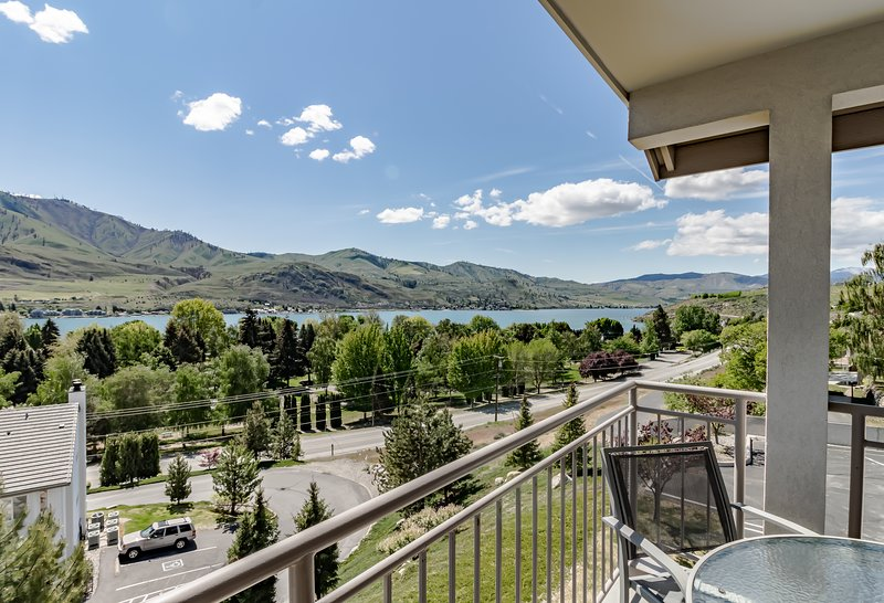 Cozy and modern condo with shared hot tub & swimming pool, vacation rental in Chelan