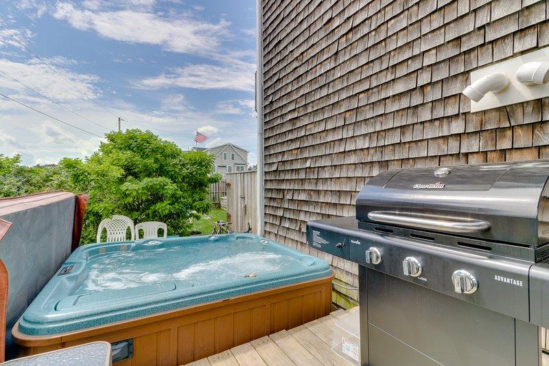 NEW LISTING! Oceanview duplex w/private hot tub, 2 decks