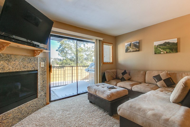 Newly renovated townhome close to Dillon Reservoir & 7 ski resorts!, holiday rental in Frisco