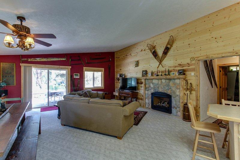 Dog-friendly woodland cabin w/ vintage decor, near downtown McCall!, vacation rental in Tamarack