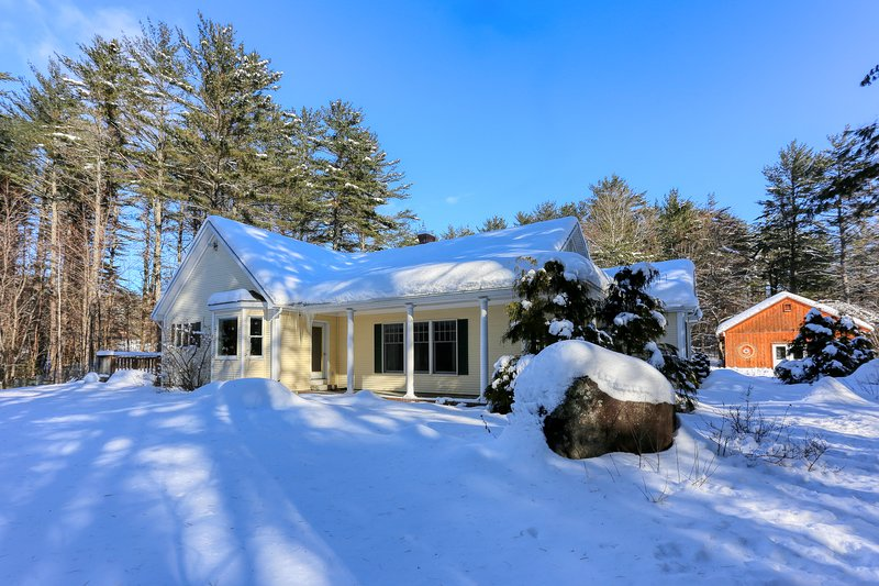 Dog-friendly cottage w/enclosed yard near Sunday River Resort, holiday rental in Hanover