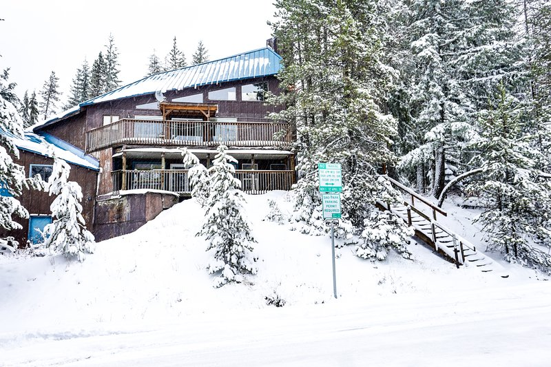 Adorable and spacious cabin in the woods - close to ski access!, holiday rental in Timberline Lodge