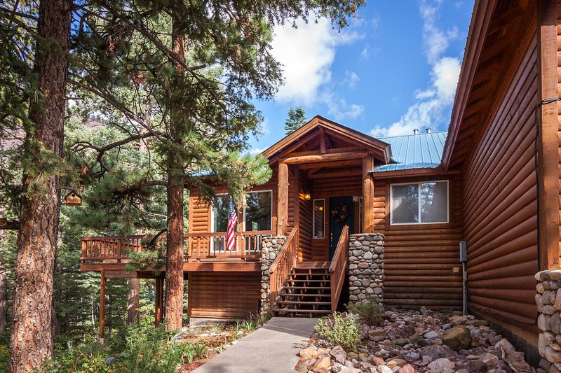 Family-friendly alpine home w/ hot tub near Electra Lake - 2 dogs welcome!, holiday rental in Purgatory