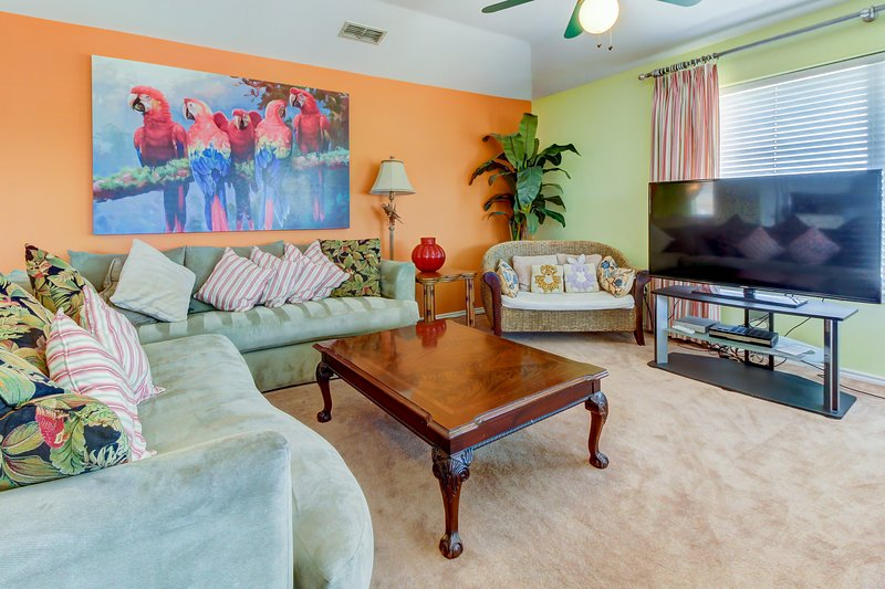 Spacious, dog-friendly home w/ private pool, hot tub, & deck!, vacation rental in Port Isabel