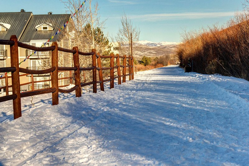 Cozy ski retreat w/ shared pool & hot tub, & mountain view Chalet in Park City