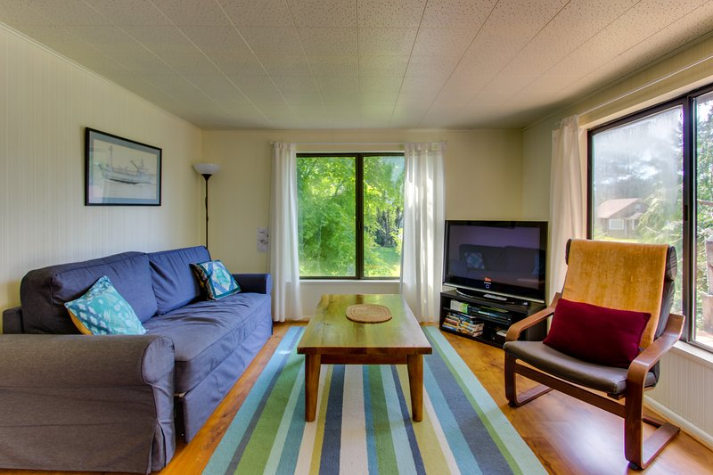 Cozy home w/ private hot tub, near Ridge Trail and golf!, vacation rental in Gearhart