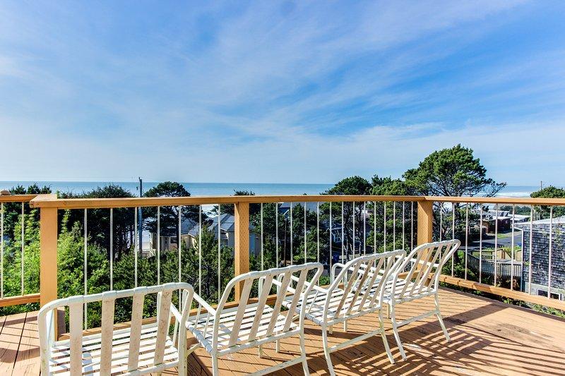 Oceanside home with views from every window, path to beach!, aluguéis de temporada em Lincoln Beach