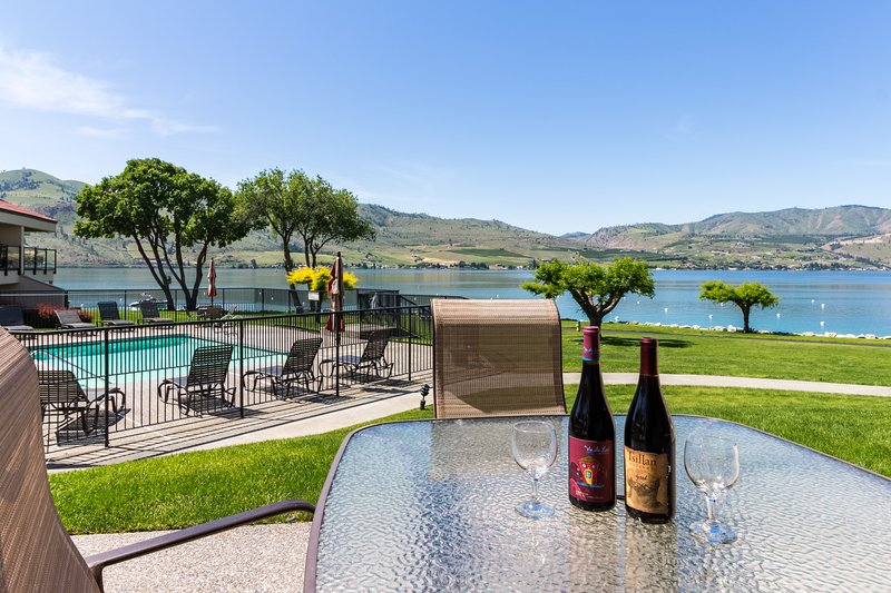 Lakefront condo w/ shared hot tub, pool, and other resort amenities, vacation rental in Chelan