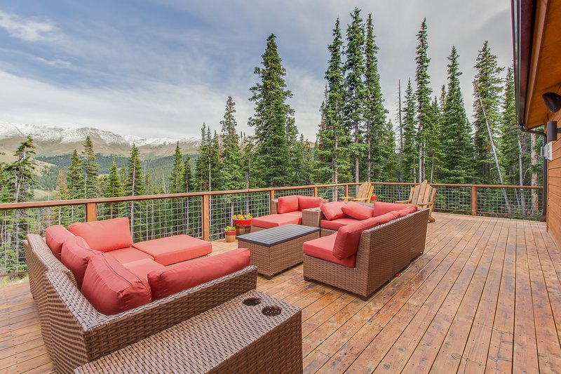 Luxurious home with breathtaking mountain views & privacy - close to ski slopes, holiday rental in Alma