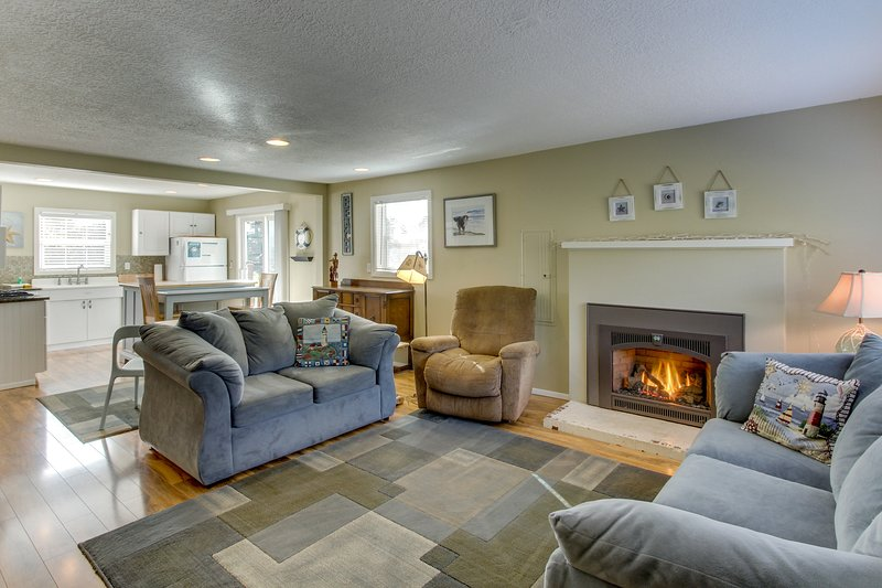 Updated, dog-friendly cottage with outdoor firepit, three blocks from the beach, vacation rental in Gearhart