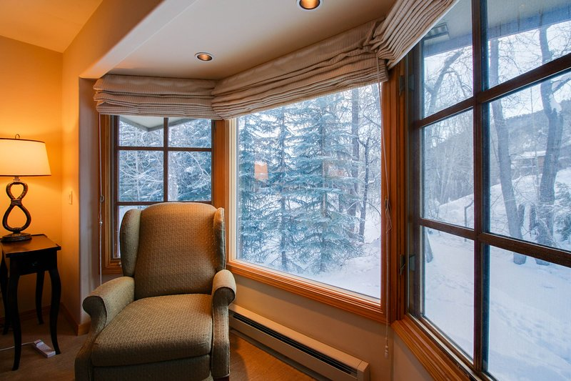 Family-friendly home on Trail Creek w/shared seasonal pool/hot tub -walk to town, vacation rental in Sun Valley-Ketchum