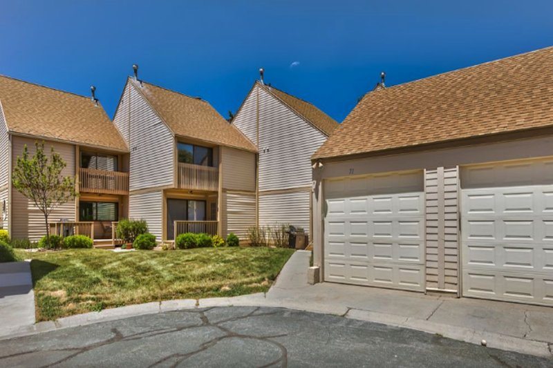 Golf view condo w/private hot tub, minutes to historic ski resorts Chalet in Park City