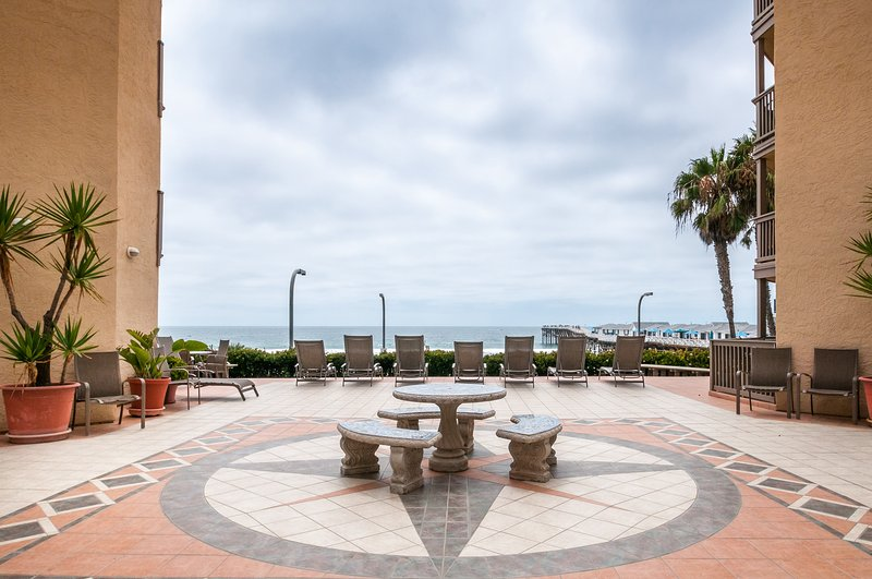 Oceanfront condo w/ ocean views, shared hot tub and sauna!, vacation rental in Elvira