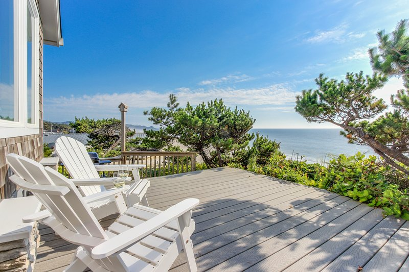 Perfect oceanfront beach getaway with amazing views - walk to the beach!, vacation rental in Gleneden Beach