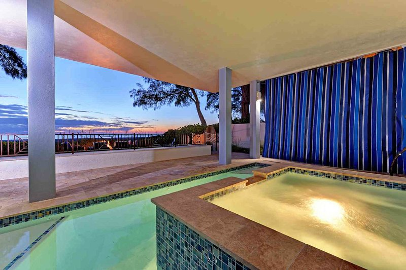 Luxury, beachside home w/private pool  - tranquil, close to everything!, holiday rental in Holmes Beach