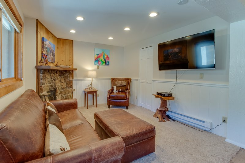 Conveniently located condo w/ shared pool & hot tub - mtn views, walk to lifts! Chalet in Crested Butte