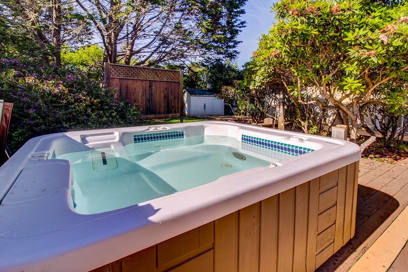 Dog-friendly cabin w/ private hot tub; sand dune access, vacation rental in Mendocino County
