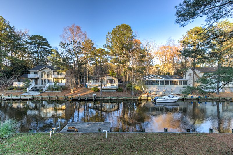 Family-friendly home on canal w/entertainment, dock & free WiFi, casa vacanza a Ocean Pines