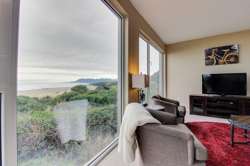 Oceanfront condo w/ fantastic ocean views & shared hot tub - dogs welcome!, location de vacances à Rockaway Beach