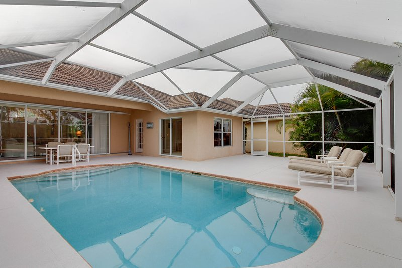 Spacious home  w/ private pool close to shopping, beaches, and more!, vacation rental in Golden Gate