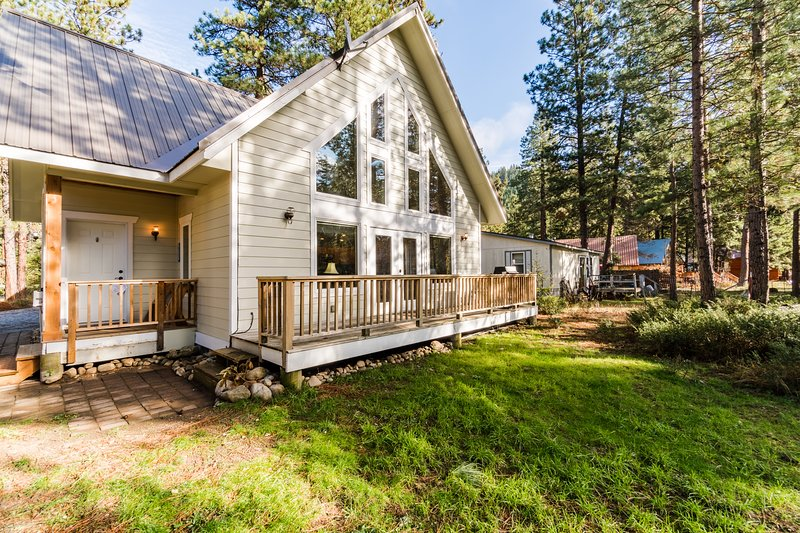Comfy, light-filled escape w/ close river access - 2 dogs okay!, holiday rental in Leavenworth