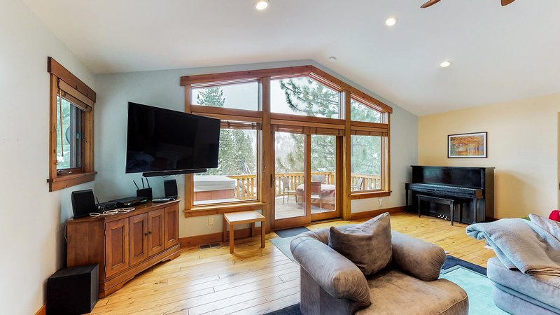 Spacious home w/ private hot tub - close to skiing, hiking & biking Chalet in Squaw Valley